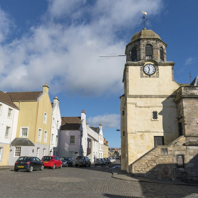 Dysart clocktower and Town Hall. Dysart is a former town and royal burgh located on the south-east coast between Kirkcaldy and West Wemyss in Fife. Now considered a suburb of Kirkcaldy